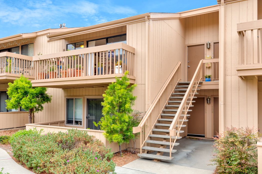 300 Glenwood Circle #253 Monterey, CA 93940