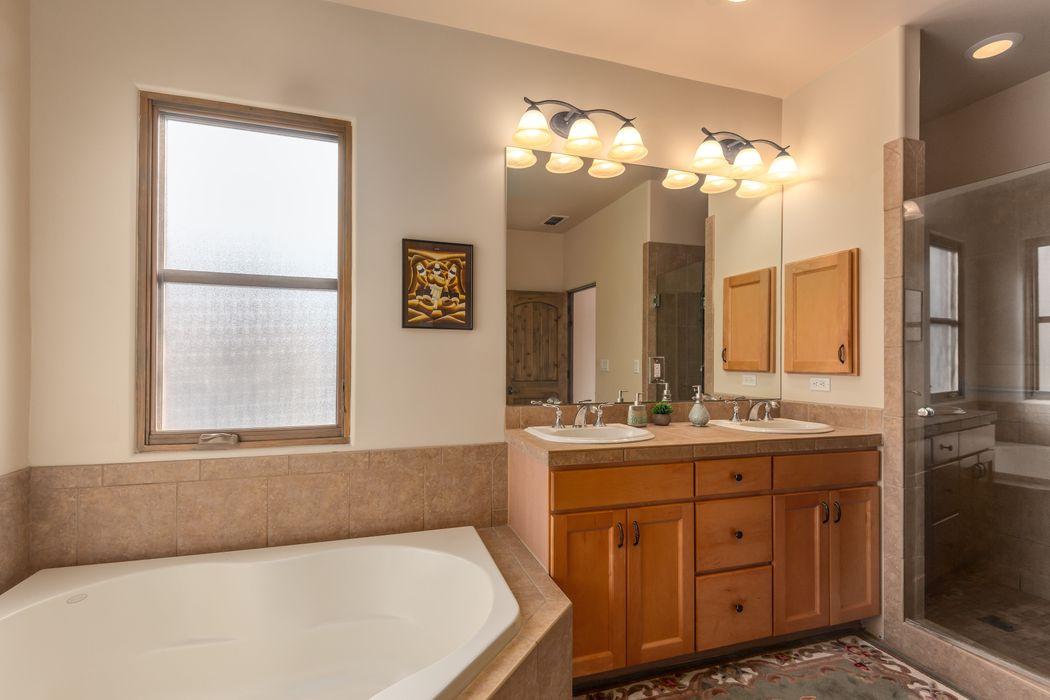 1616 Villa Strada Santa Fe, NM 87506