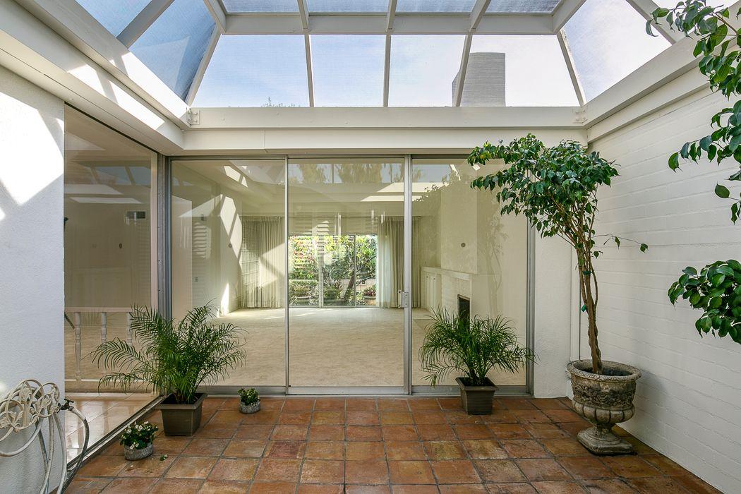 1040 South Orange Grove Boulevard Pasadena, CA 91105