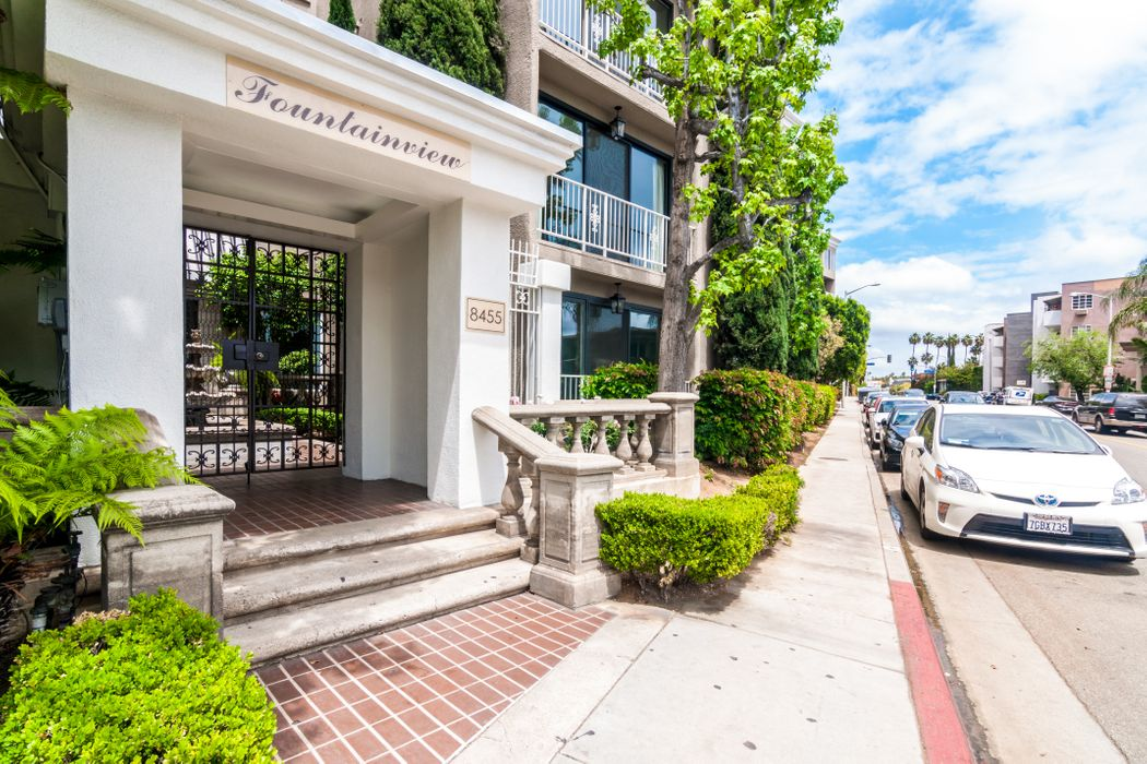 8455 Fountain Avenue Unit 202 Los Angeles, CA 90069