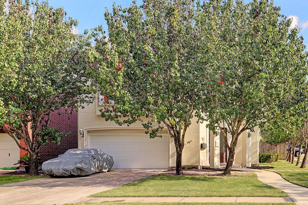 4925 Beech Street Bellaire, TX 77401