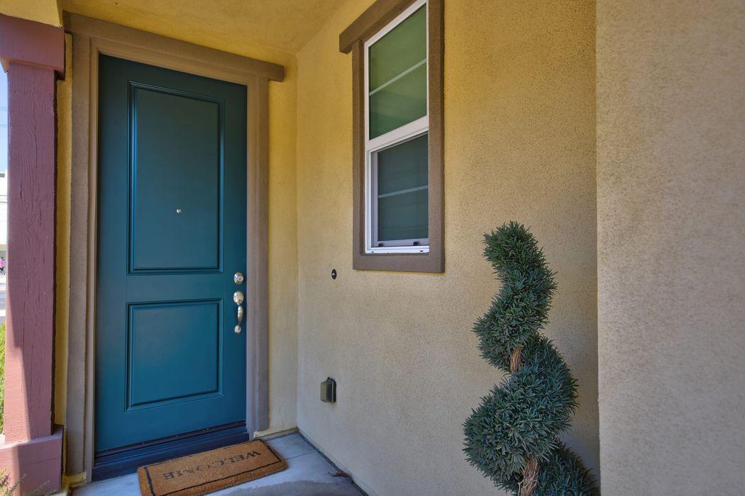 17327 Parque Vanowen Way Lake Balboa, CA 91406