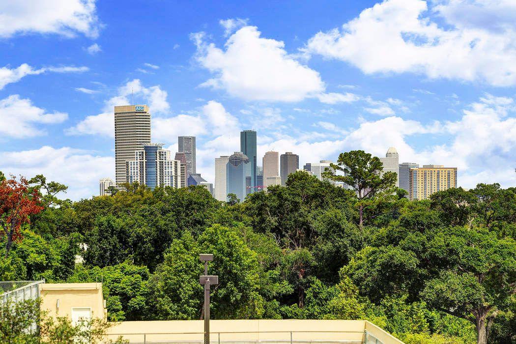 101 Westcott Street Houston, TX 77007