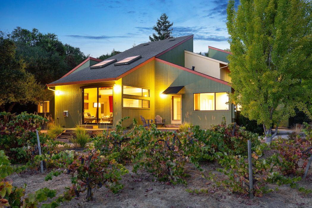 15399 Woodside Ct Glen Ellen, CA 95442