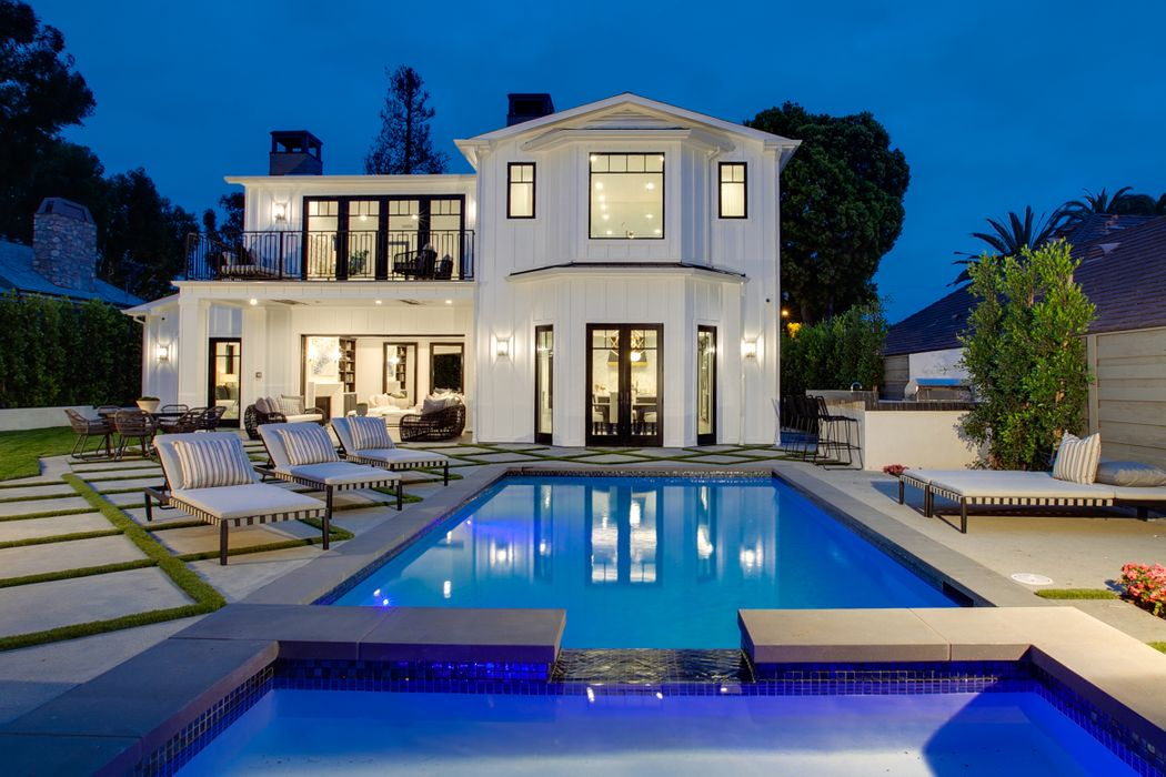 311 North Saltair Avenue Los Angeles, CA 90049