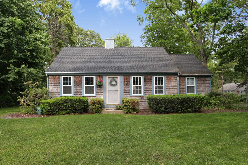 Charming Ranch in Downtown Sandwich