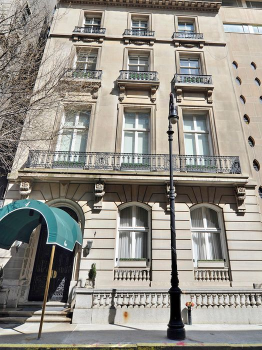 1 East 62nd Street Apt 3ab New York Ny 10065 Sotheby S