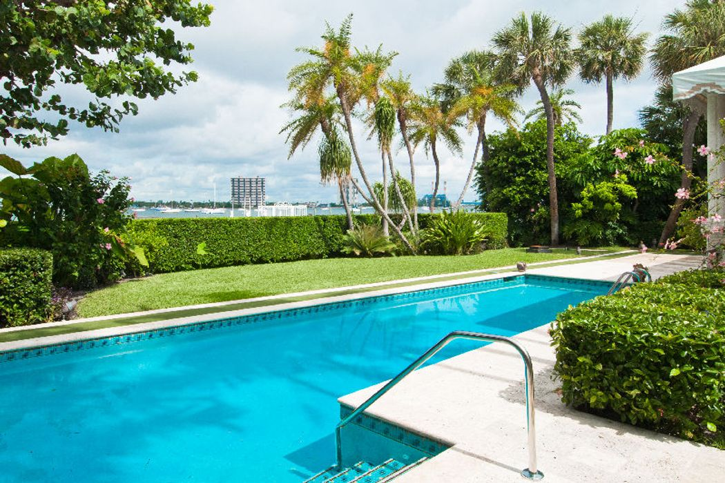 Elegant Lake Front Regency Home Palm Beach, FL 33480