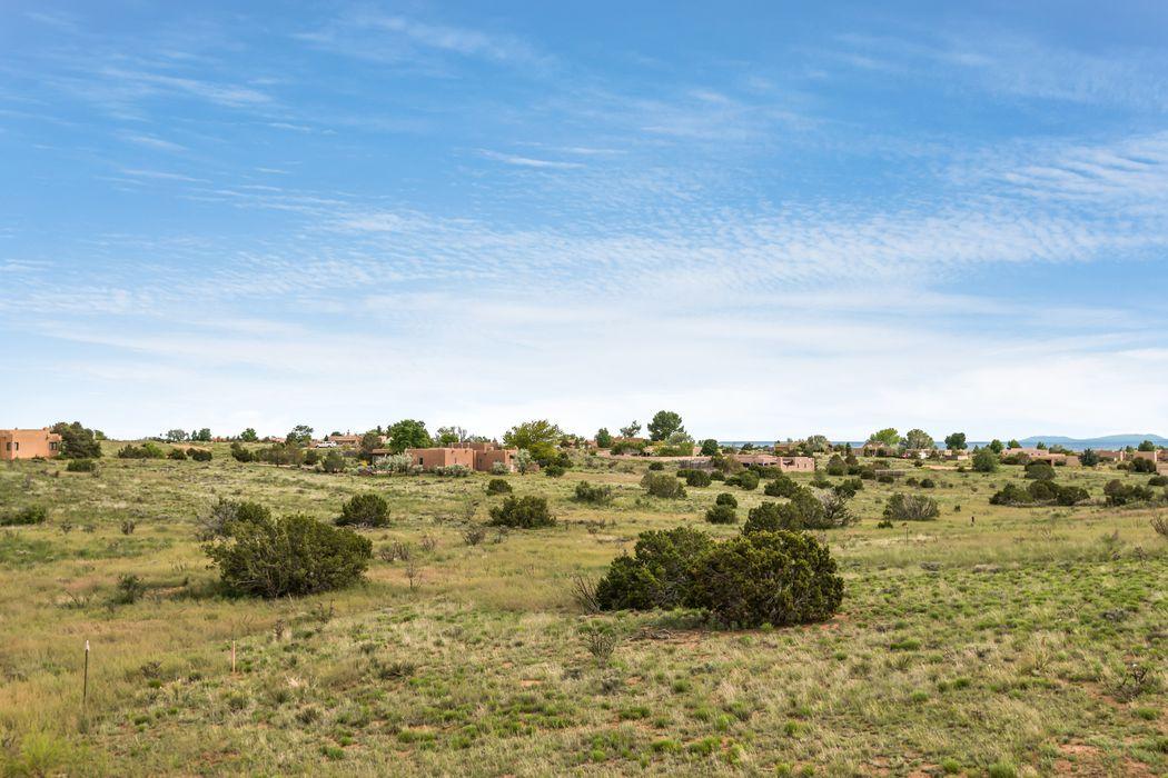 11 Altura Road Santa Fe, NM 87508