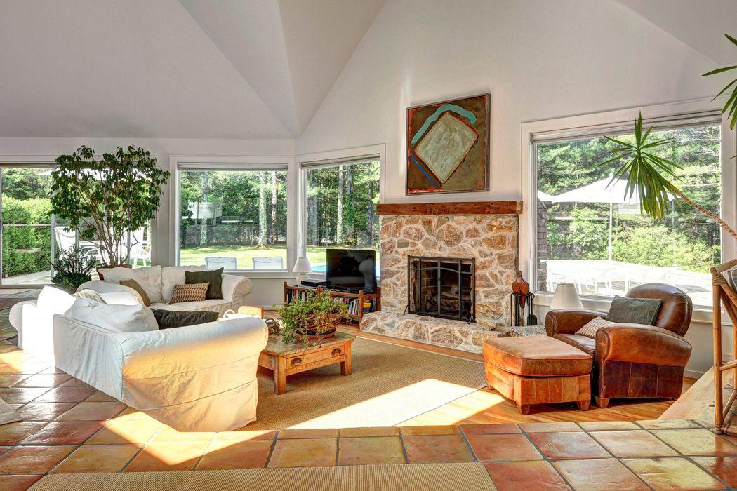 stunning east hampton living room design | Stunning East Hampton Contemporary East Hampton, NY 11937 ...