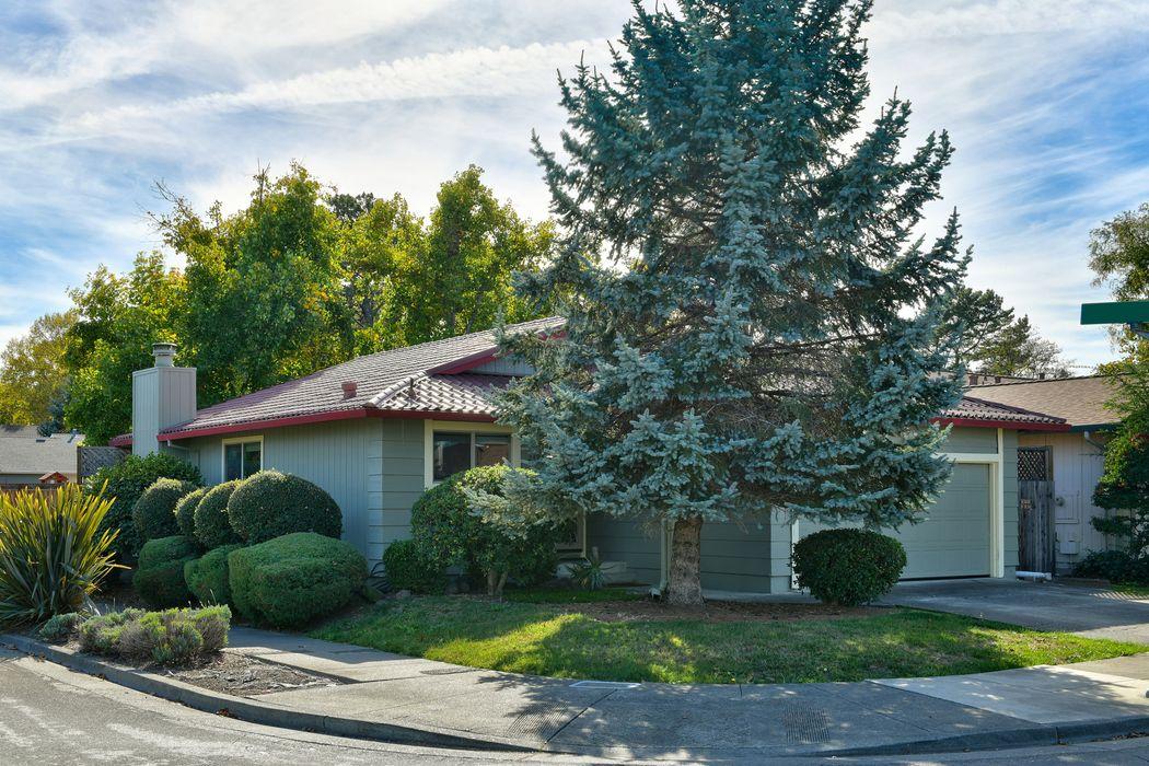 2498 College Park Cir Santa Rosa, CA 95401