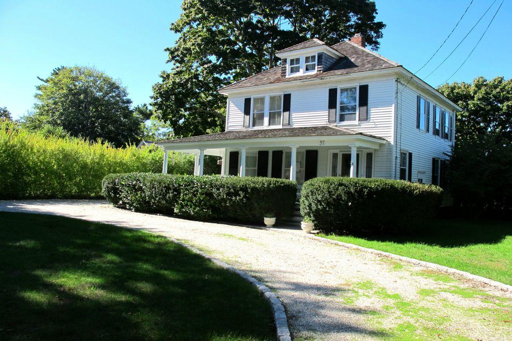 Charming Southampton Farmhouse Southampton, NY 11968