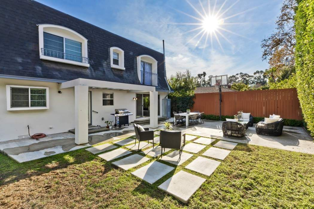 11343 Homedale Street Los Angeles, CA 90049