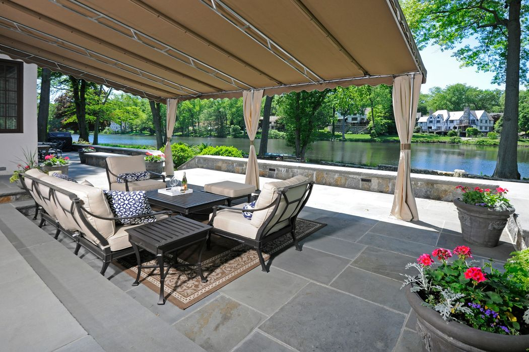 33 Woodside Drive Greenwich, CT 06830