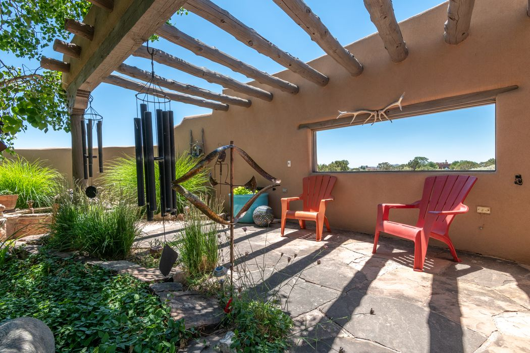 14 Lucero Rd Santa Fe, NM 87508