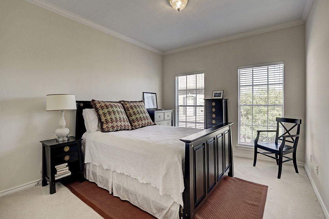 1911 Woodbury Street Houston, TX 77030