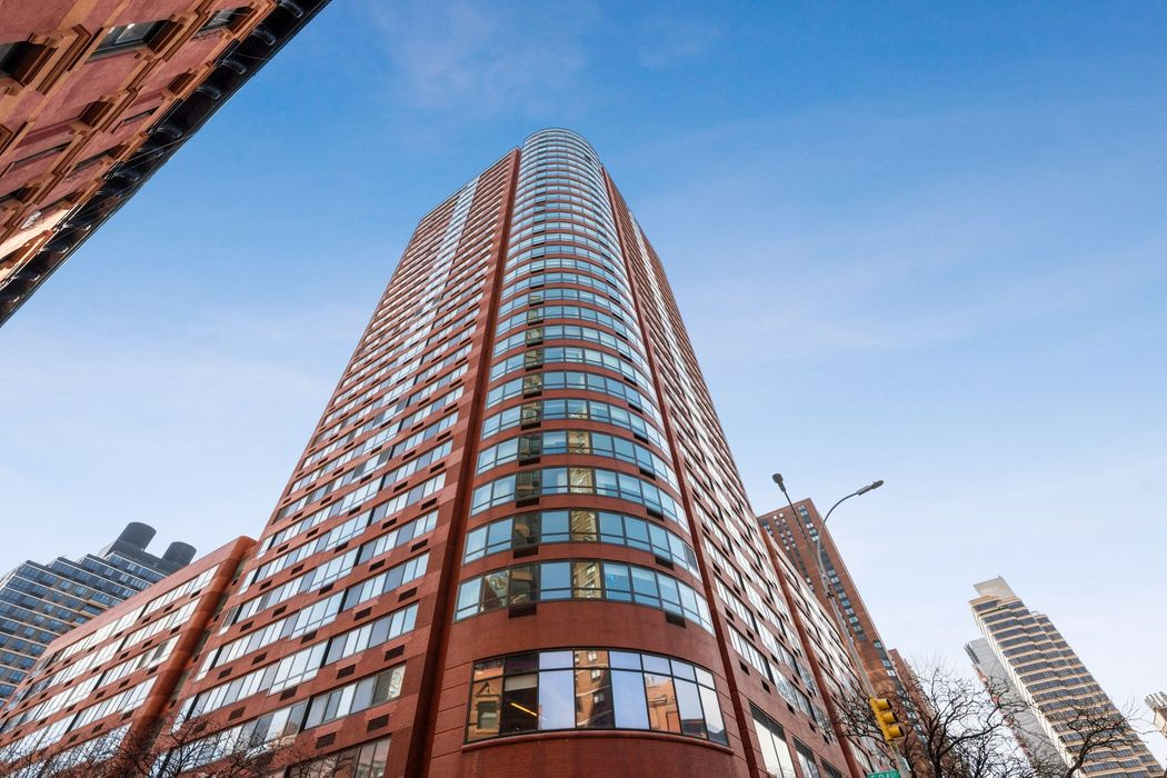 200 East 94th Street New York, NY 10128