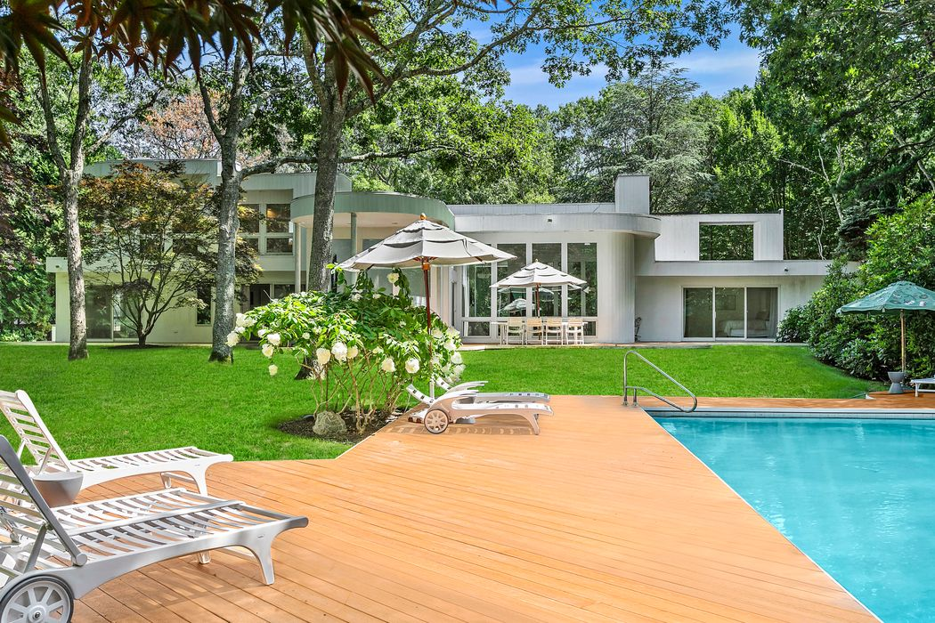 Wainscott South Contemporary