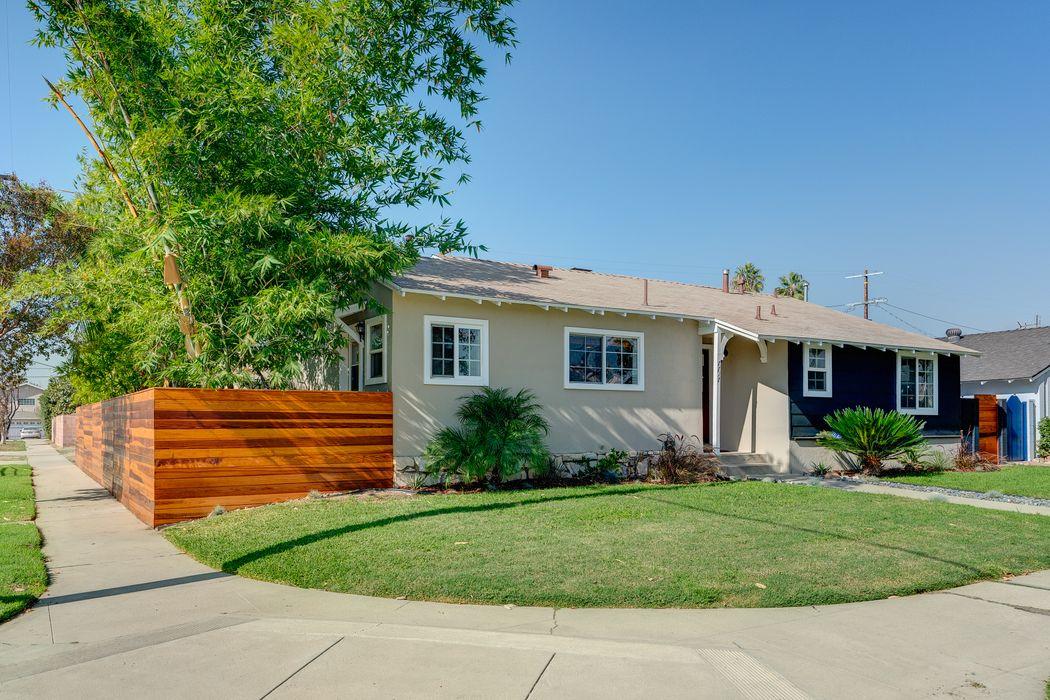 7717 Teesdale Avenue North Hollywood, CA 91605