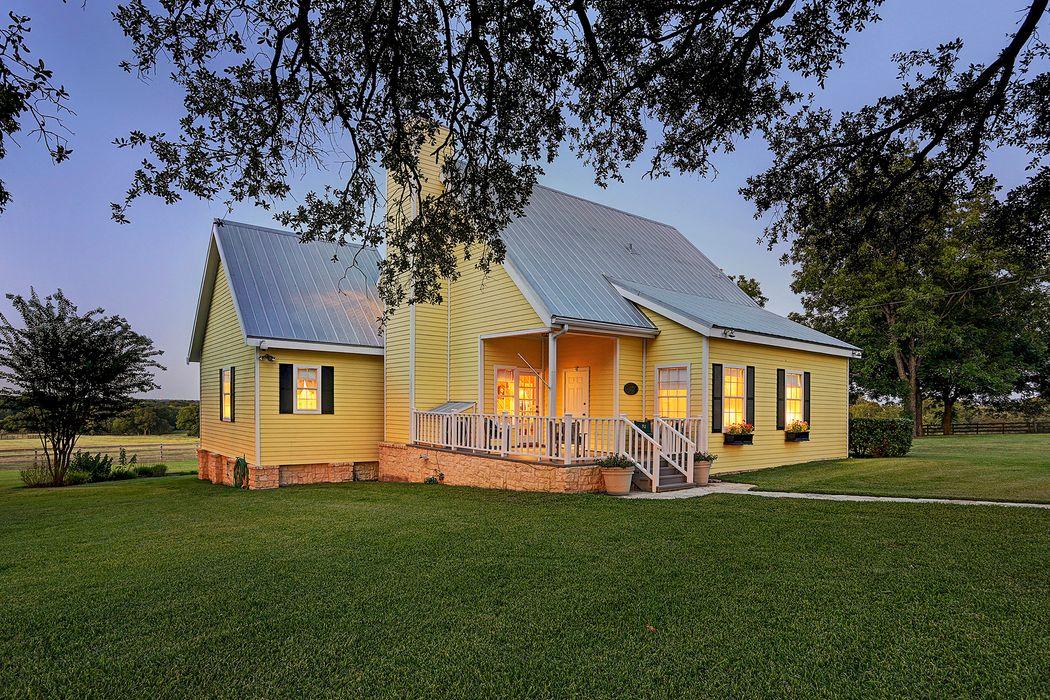 465 County Road 221a Schulenburg, TX 78956