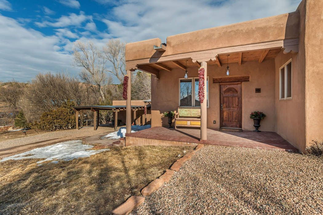 19 Picaflor Path Santa Fe, NM 87506
