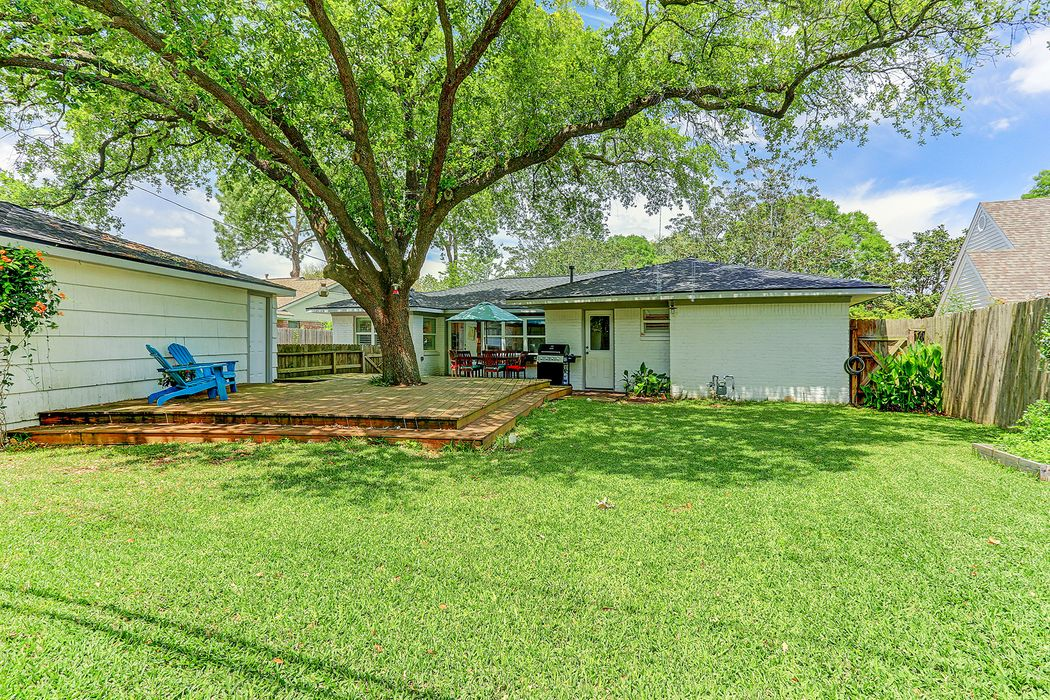 5323 Grape Street Houston, TX 77096