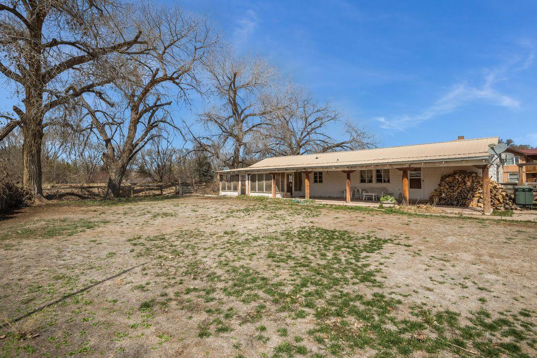 19-A Christmas Lane Santa Fe, NM 87506