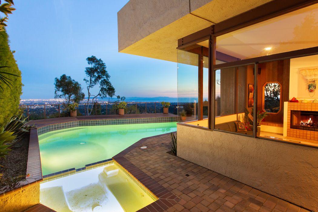 1417 N. Kenter Ave Los Angeles, CA 90049