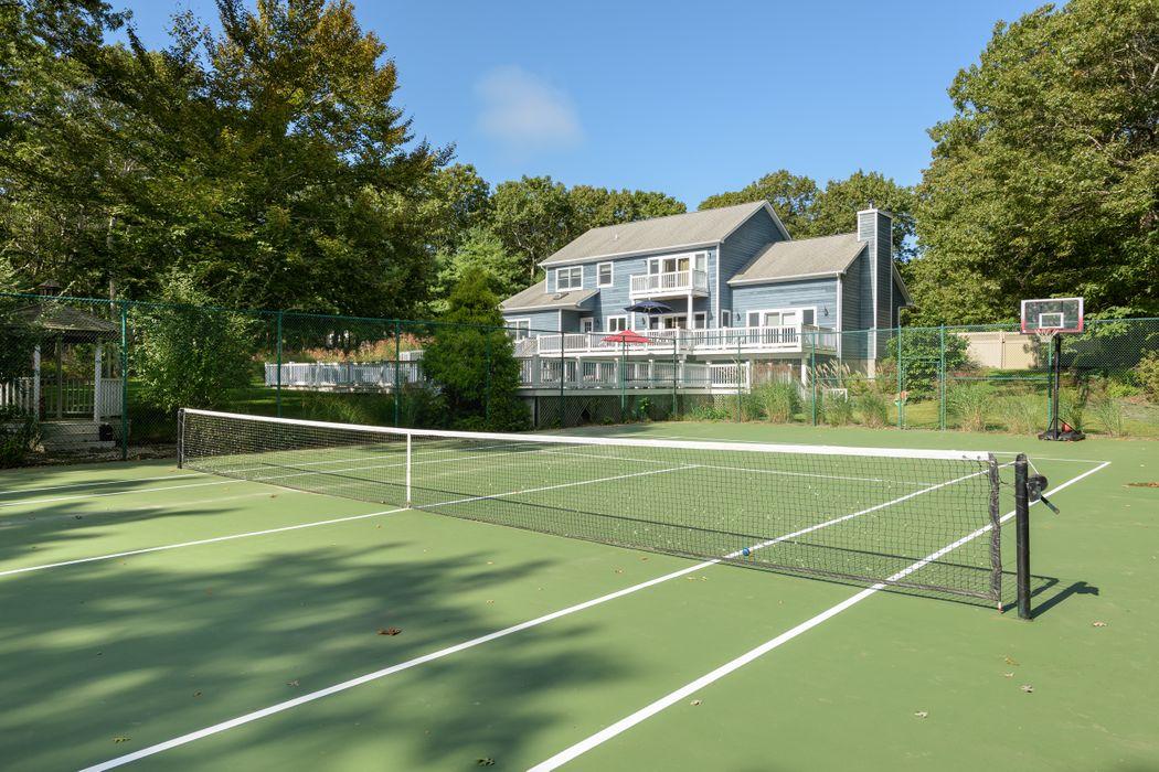 Pool And Tennis Southampton Southampton, NY 11968