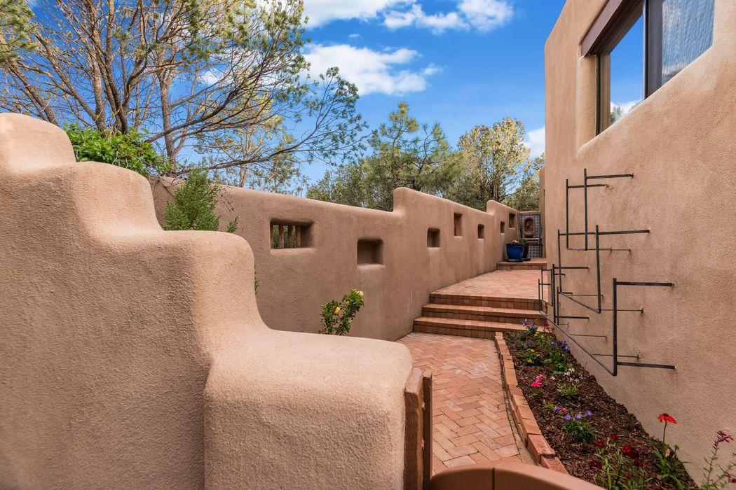 362 Calle Colina Santa Fe, NM 87501
