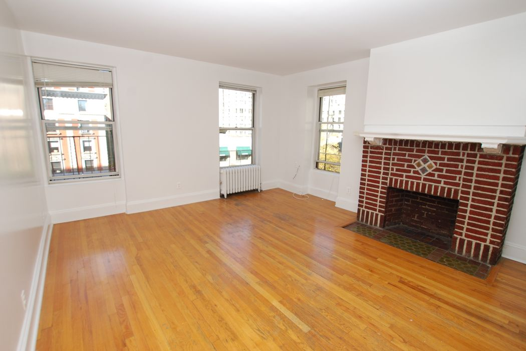 230 West 82nd Street, Apt D4