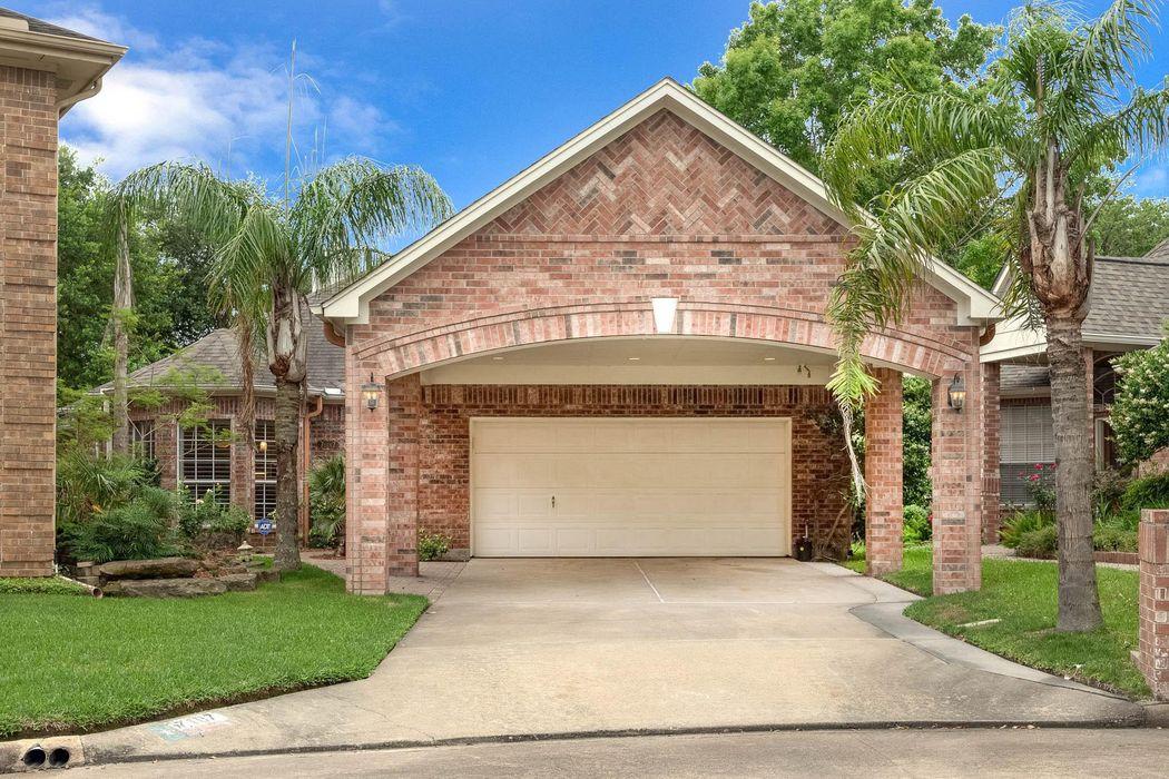 7107 West Hearthstone Green Houston, TX 77095