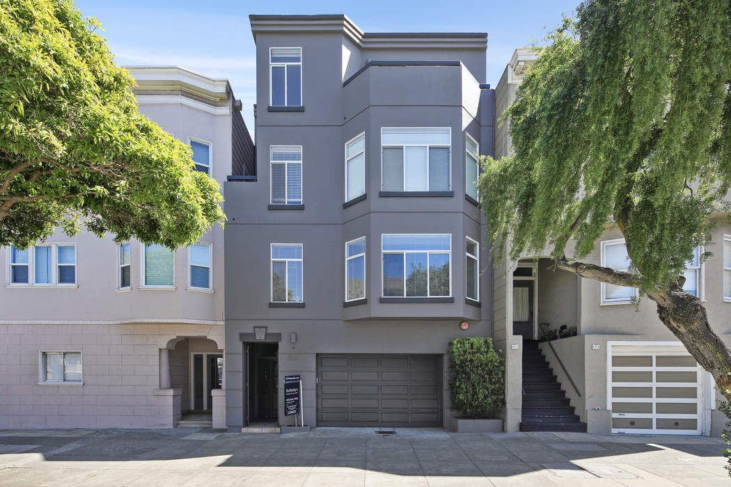 Remodeled Top-Level Lone Mountain Condo