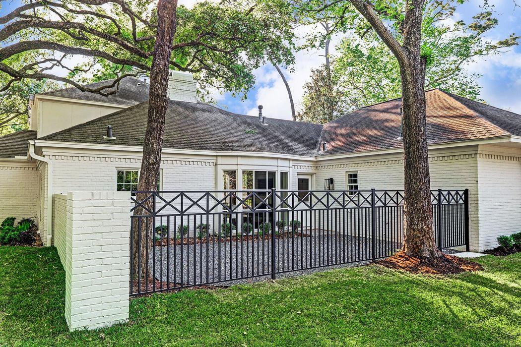 519 Hunterwood Drive Houston, TX 77024