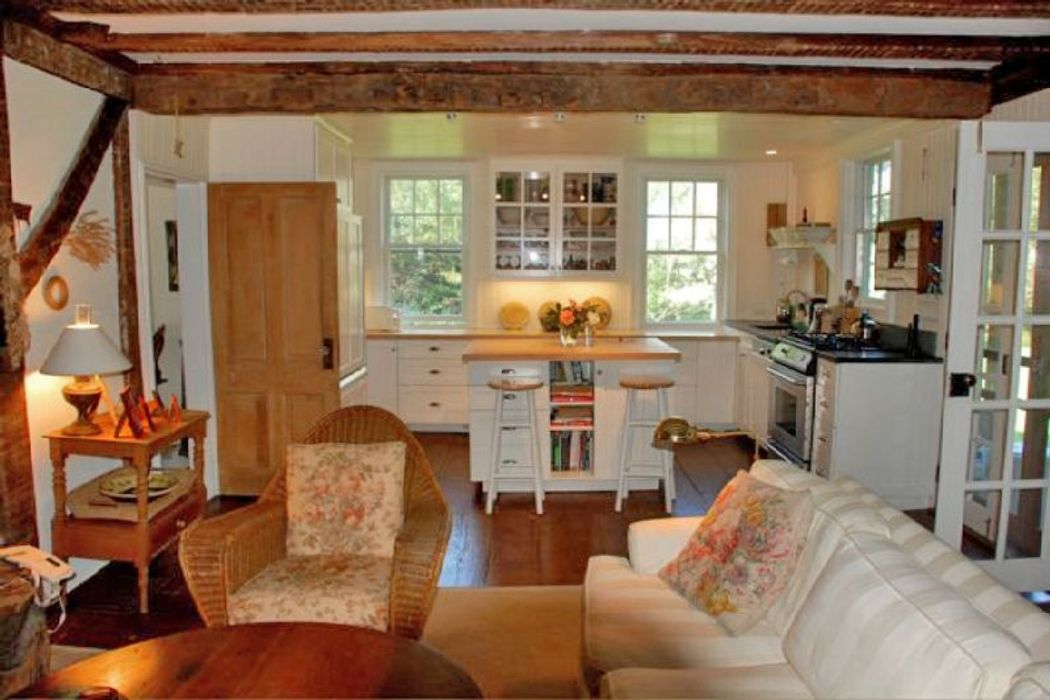 Most Charming Farmhouse  Bridgehampton, NY 11932