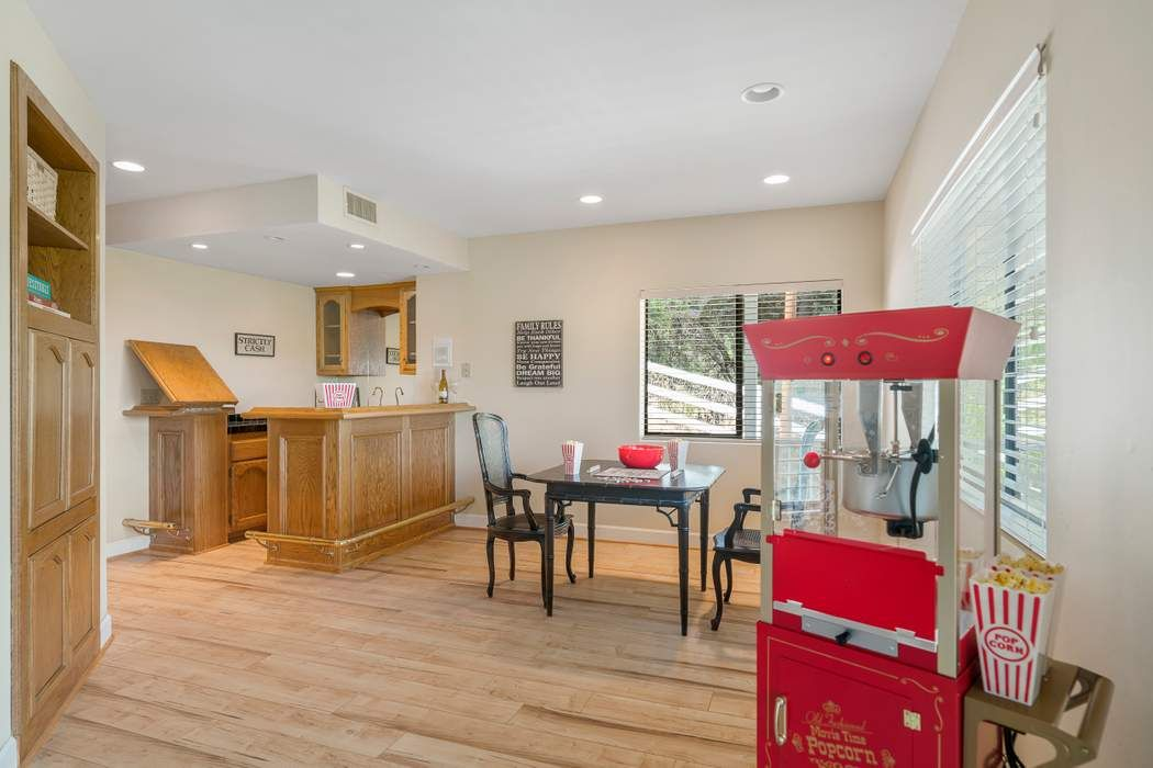 5764 Fairview Place Agoura Hills, CA 91301