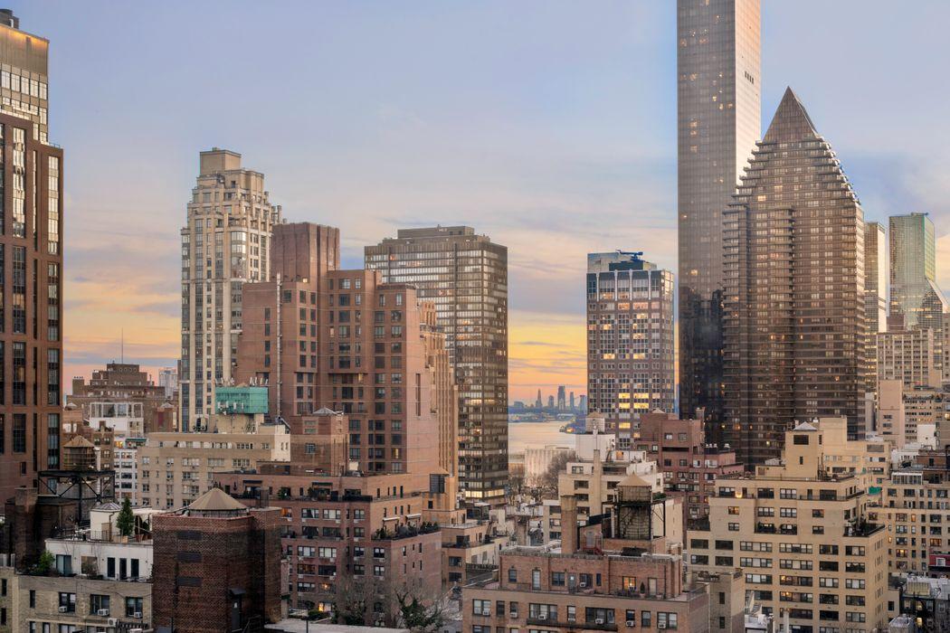 300 East 55th Street New York, NY 10022