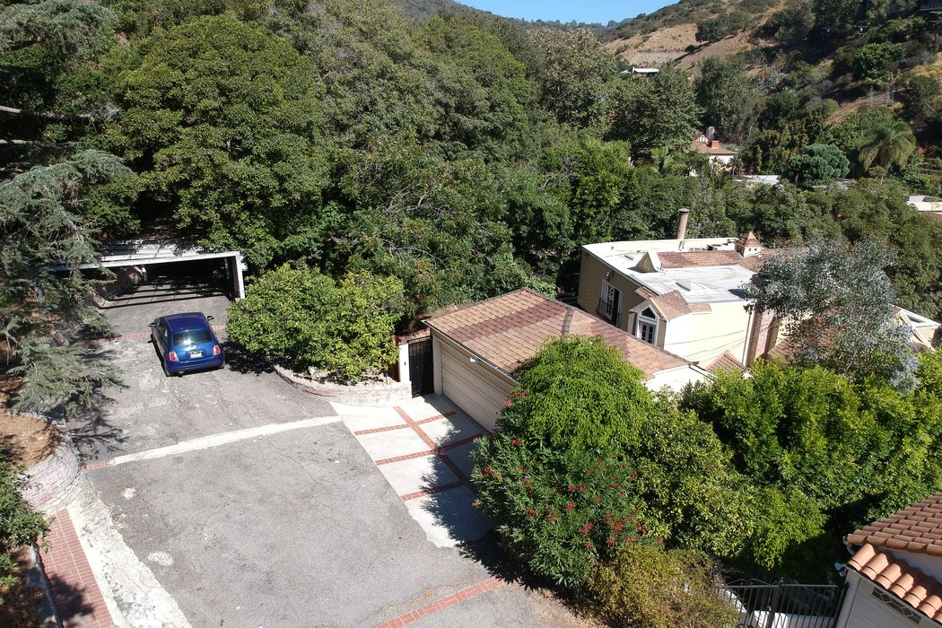 1615 Benedict Canyon Drive Beverly Hills, CA 90210