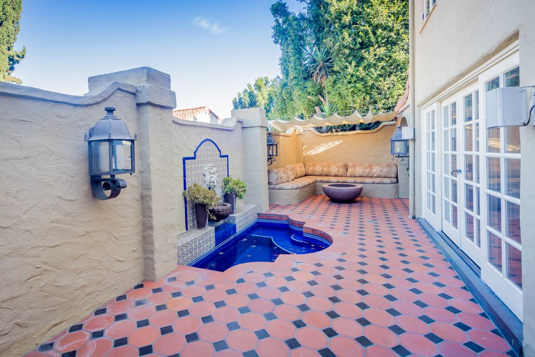 6861 Iris Cir Los Angeles, CA 90068