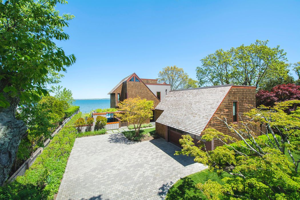 43 Noyack Bay Avenue Sag Harbor, NY 11963