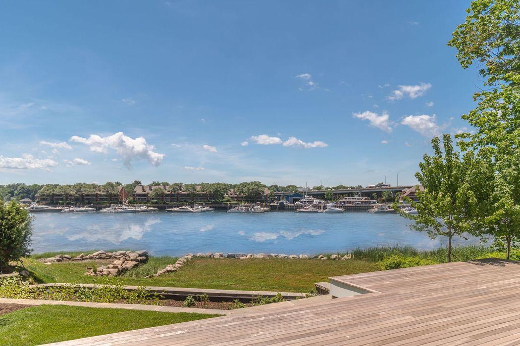 27 B Bayside Terrace Riverside, CT 06878