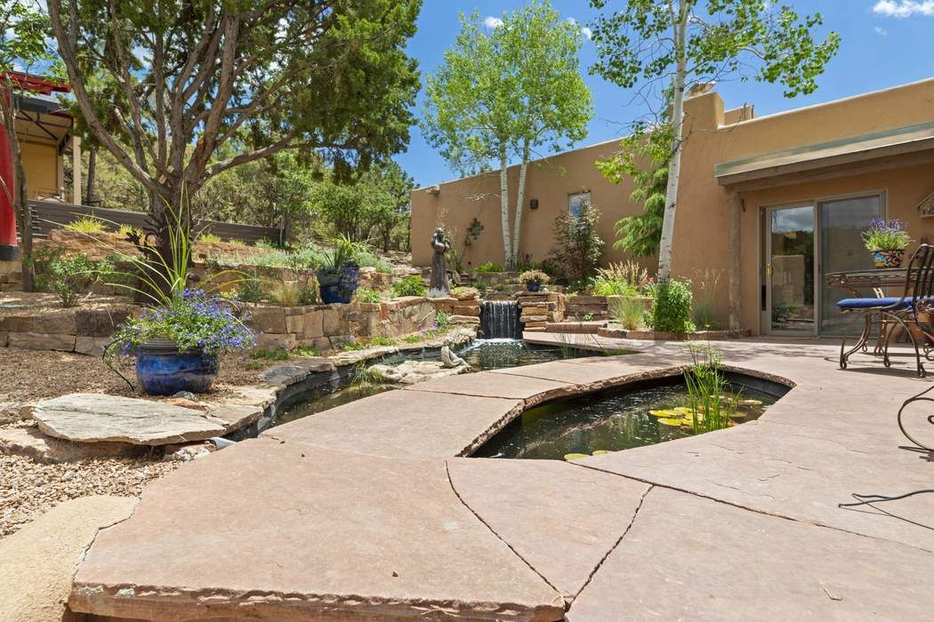 1301 Hummingbird Court Santa Fe, NM 87501
