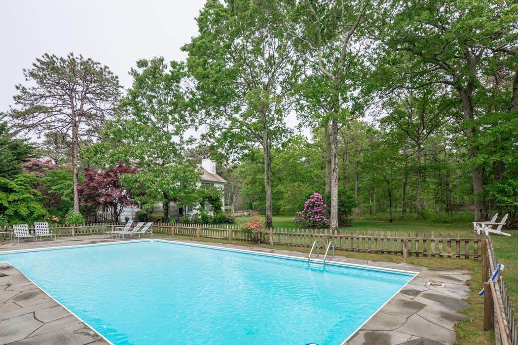 4.5 Private Acres with Pool