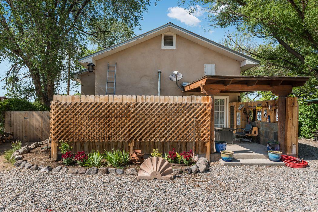 438 W. Pueblo Espanola, NM 87532