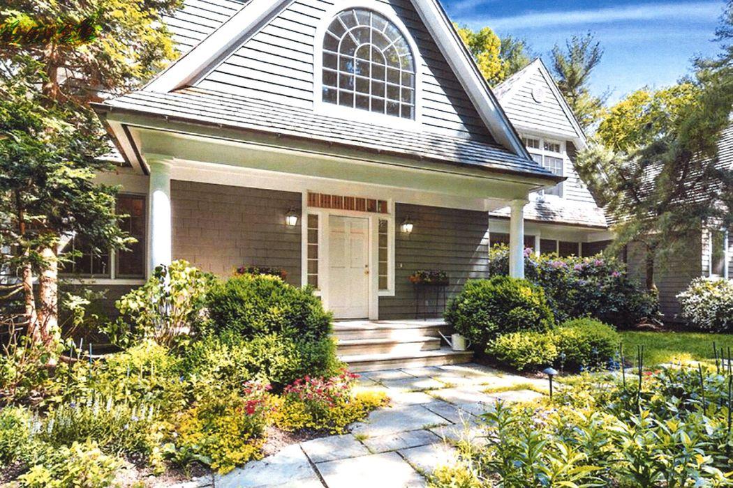9 Old Pine Drive East Hampton, NY 11937