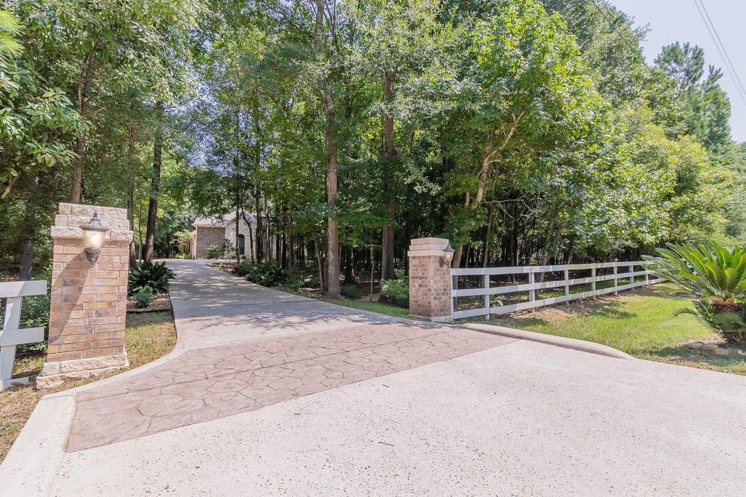 7463 Enchanted Stream Drive Conroe, TX 77304