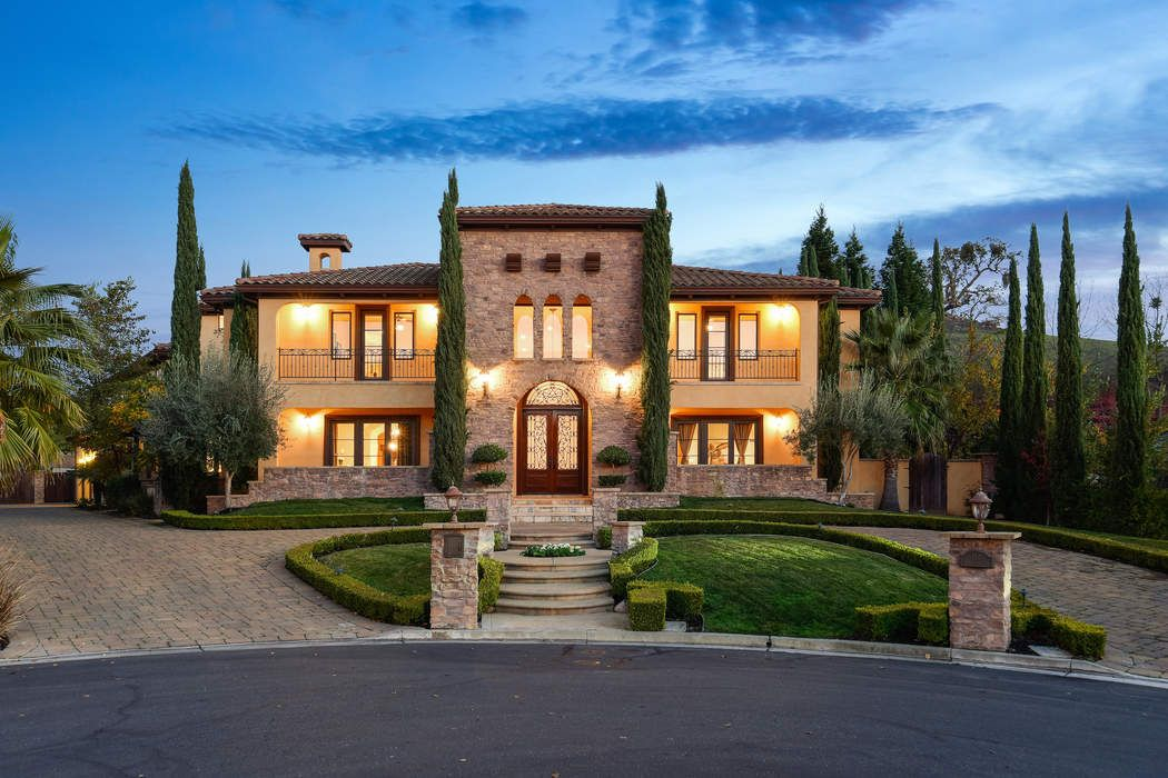 Elegante Tuscan Estate at Alamo Springs