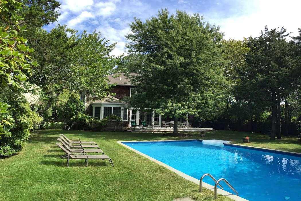 Spacious, Bright Hedges Lane Traditional Amagansett, NY 11930