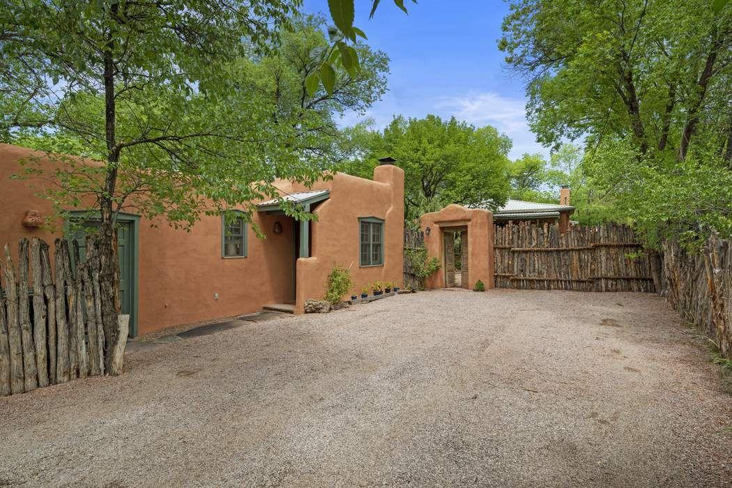 204 Lorenzo Lane Santa Fe, NM 87501