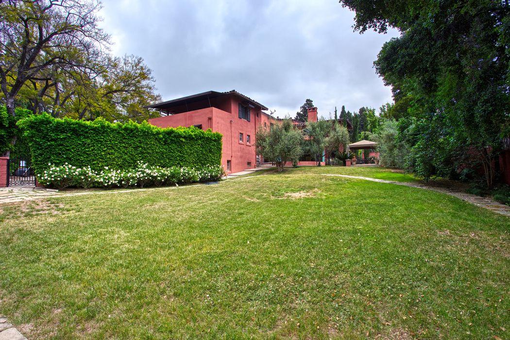 734 Fairfield Circle Pasadena, CA 91106